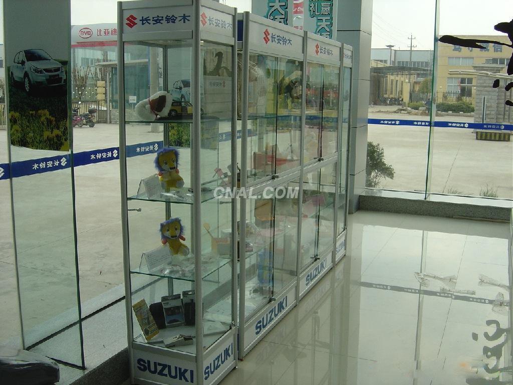 产品中心汽车美容展柜、汽车用品展示柜发布时间:2012-04-20高清图片